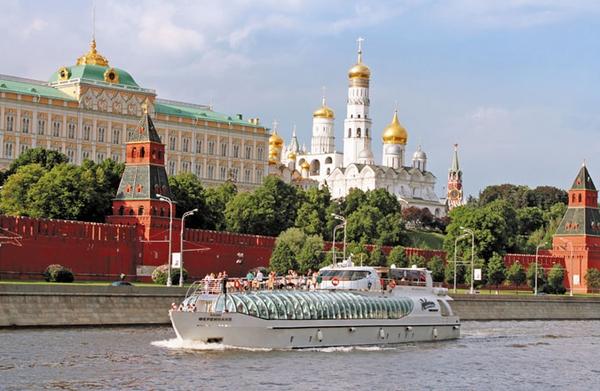 Schiffsreisen durch die Metropole Moskau