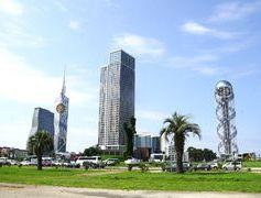 Georgien Reisen - Wolkenkratzer in Batumi